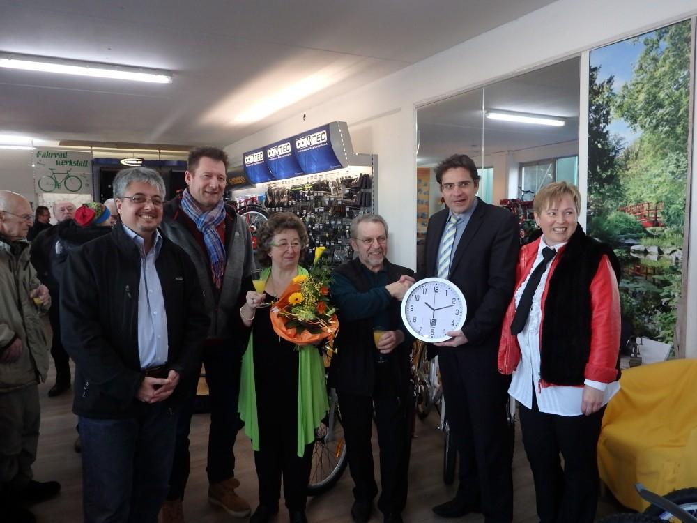 v.l. Klaus Dechant, Vorsitzender VdM, Ralf Marquetant, 2. Vors. VdM, Helga und Reinhold Schröter, Bürgermeister Weisbrod und Iris Schröter