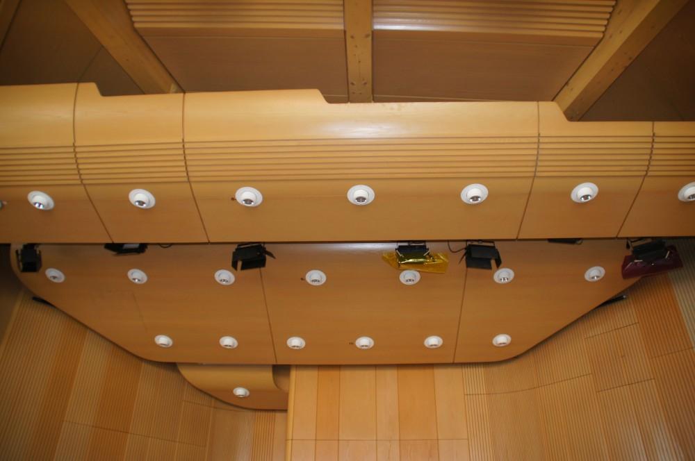 Die LED-Beleuchtung in der Lindenhalle spart der Stadt künftig 80 Prozent des bisherigen Stromverbrauchs.